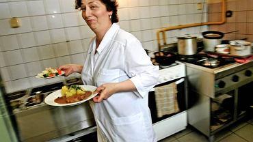 Krystyna Brzykcy jest kucharką w bydgoskim barze mlecznym Kaprys