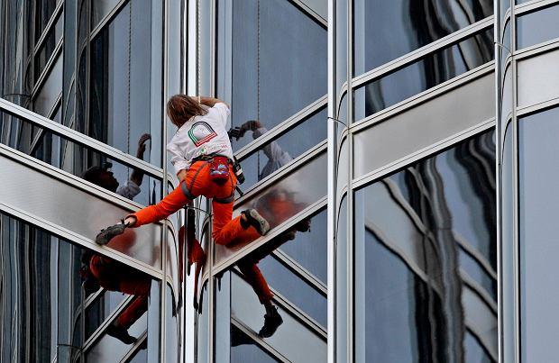 Człowiek-pająk wszedł na najwyższy budynek świata