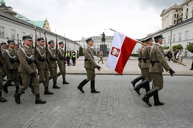 Zdjęcie numer 2 w galerii - Żołnierze uhonorowali Dzień Flagi. Zobacz zdjęcia