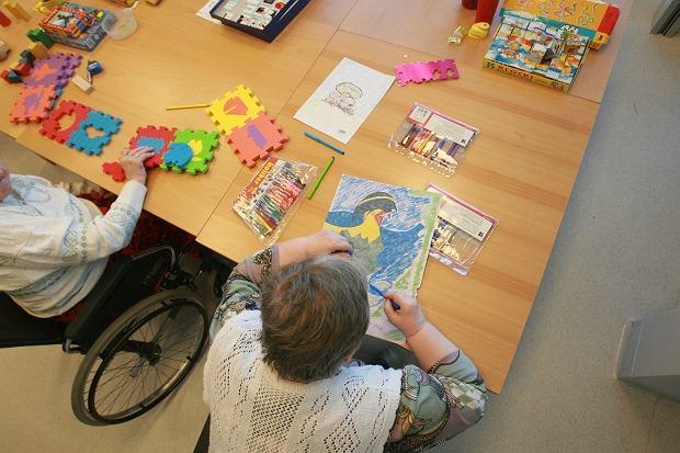 Pacjenci Centrum Alzheimera podczas zajęć
