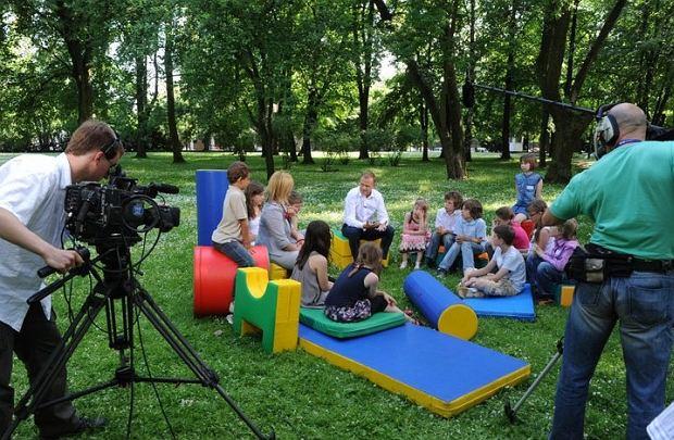 Premier Tusk spotka� si� z dzie�mi w Dniu Dziecka i odpowiada� na ich pytania.