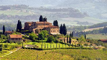 Toskania, Włochy. Region w środkowych Włoszech ze stolicą we Florencji, na północy i zachodzie sięga Wybrzeża Liguryjskiego oraz Morza Tyrreńskiego. Administracyjnie częścią Toskanii są również wyspy archipelagu toskańskiego w tym słynna Elba. Toskania słynie z wyśmienitej kuchni regionalnej i równie znakomitego wina.