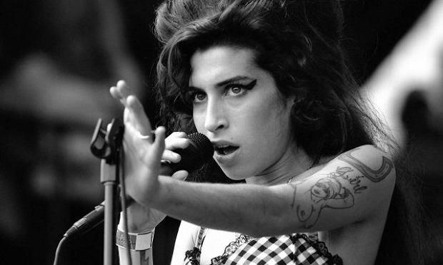 Pięć lat temu zmarła jedna z gwiazd muzyki soul, jazz i R&B - Amy Winehouse. Po śmierci głośno było o licznych skandalach wokalistki.