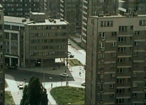 Widok na skwer przy bloku Karwowskich