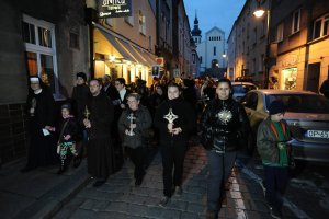Jan Pawe� II i inni �wi�ci przemaszerowali przez Opole [WIDEO, ZDJ�CIA]