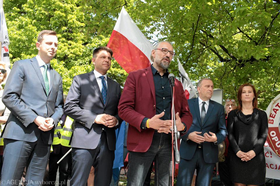 Władysław Kosiniak-Kamysz, Ryszard Petru, Grzegorz Schetyna i Mateusz Kijowski podczas konferencji organizatorów marszu