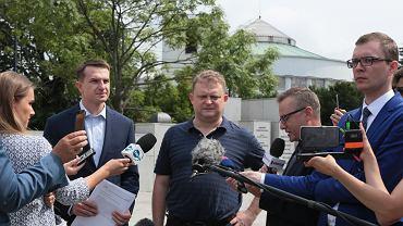 Tomasza Piątek podczas konferencji prasowej pod Sejmem. Warszawa 28 lipca 2017