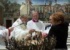 """Papież pozwolił kobietom karmić dzieci piersią w Kaplicy Sykstyńskiej. """"Nie bójcie się"""""""