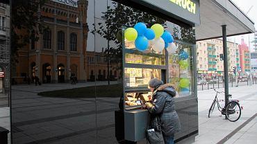 Kiosk Ruchu koło Dworca Głównego we Wrocławiu.