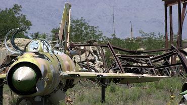 Wrak porzuconego sowieckiego samolotu MiG-21