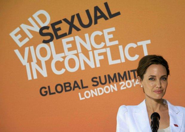 Angelina Jolie podczas szczytu ws. przeciwdziałania przemocy seksualnej w Londynie
