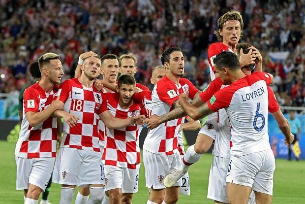 Piłkarze reprezentacji Chorwacji po zdobyciu bramki w meczu z Nigerią