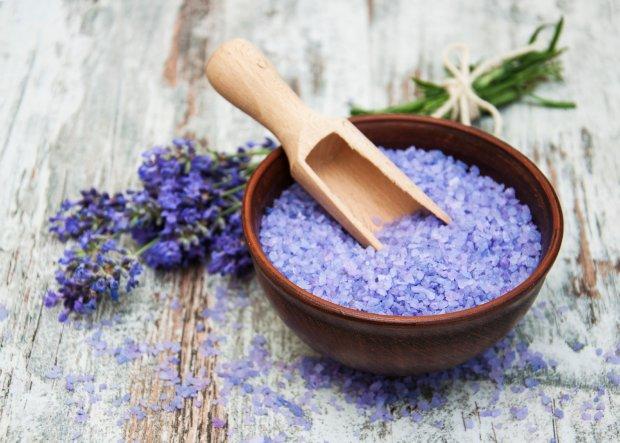 Naturalne aromatyczne substancje mają właściwości energetyzujące, znieczulające, odświeżające, relaksujące i seksualnie stymulujące (fot. iStockphoto.pl)