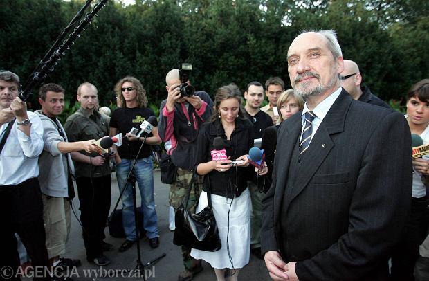 """""""Rzeczpospolita"""": SLD w kampanii zagra kart� WSI. Ma projekt uchwa�y o ochronie dobrego mienia �o�nierzy"""