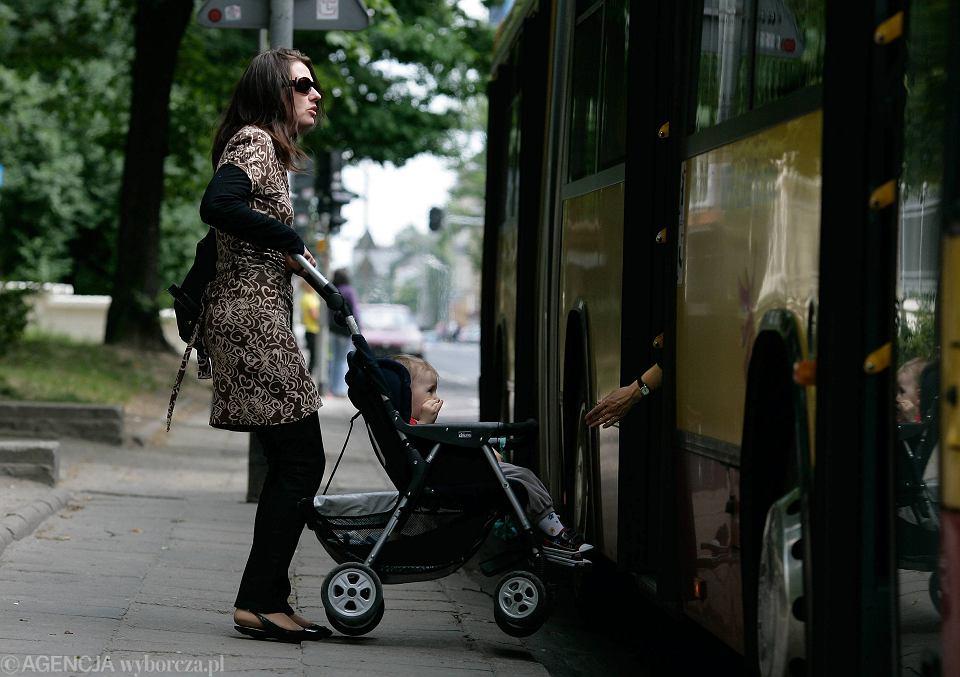 Kierowca wyprosił matkę z wózkiem z autobusu miejskiego. [zdjęcie ilustracyjne]