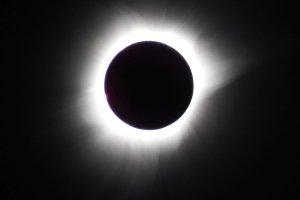 Całkowite zaćmienie Słońca w relacji i multimediach Radosława Nawrota [ZDJĘCIA + WIDEO]