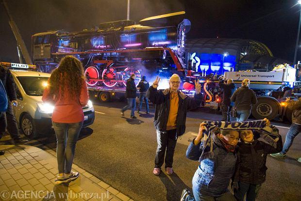 Zdjęcie numer 16 w galerii - Lech Poznań ma już swoją lokomotywę. Parowóz stanął przed stadionem przy Bułgarskiej