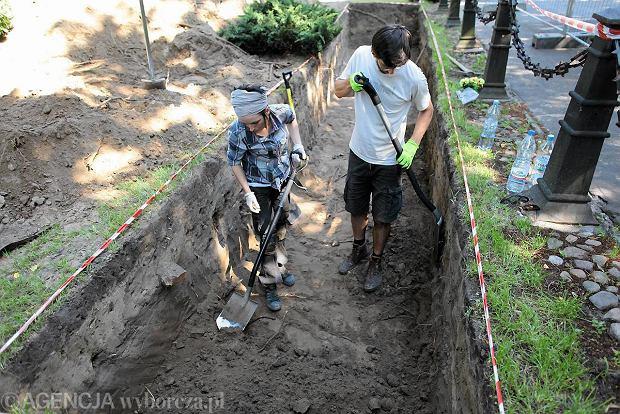 Ekshumacja na Cmentarzu Wojskowym na Pow�zkach