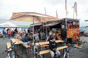 Festiwal Food Trucków na prawobrzeżu. Mnóstwo smacznych dań na świeżym powietrzu  [ZDJĘCIA]