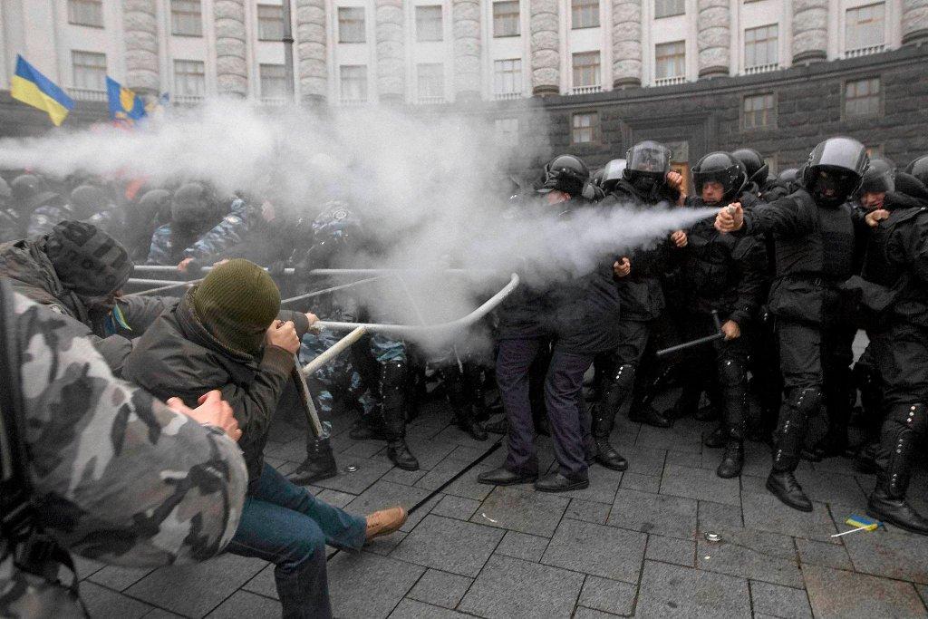 Protesty w Kijowie. Policja użyła gazu łzawiącego