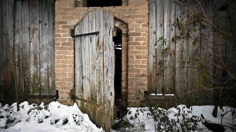 Stodoła, w której znaleziono ciała dzieci