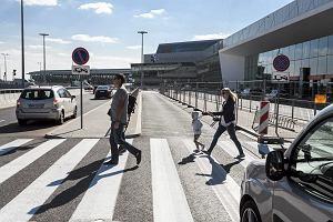Lotnisko Chopina reorganizuje parkowanie. Więcej darmowych miejsc, będą szlabany