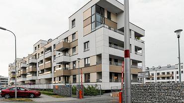 Szukając odpowiedniego mieszkania zwróćmy uwagę na metraż, liczbę pokoi i przede wszystkim rozkład pomieszczeń. Bywa, że nieco mniejsze mieszkania są o wiele bardziej funkcjonalne niż te większe.