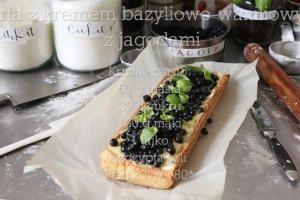 Tarta z kremem bazyliowo-waniliowym z jagodami