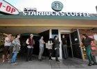 """""""G�upi Starbucks"""" zatrz�s� Miastem Anio��w. Kr�tka historia prze�miewczej kafejki. Czy co� podobnego by�oby mo�liwe w Polsce?"""
