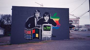 Mural przestawiający Steve'a Jobsa i Billa Gatesa