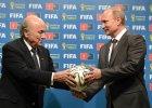 Prezydent FIFA Sepp Blatter i Władimir Putin podczas ceremonii przekazania Rosji organizacji mundialu w 2018 roku