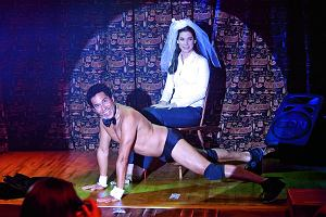 Ozdoba: Tancerz erotyczny ma coś z psychologa