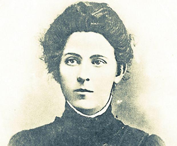 Maria Spiridonowa (1884-1941). W carskim więzieniu i na zesłaniu spędziła 11 lat. Po rewolucji bolszewicy wielokrotnie wsadzali ją do więzienia, a w 1935 r. została fałszywie oskarżona o przygotowanie zamachu m.in. na Klimenta Woroszyłowa, ówczesnego ludowego komisarza obrony, i skazana na 25 lat więzienia. 11 września 1941 r. pod Orłem zginęła od kul NKWD.