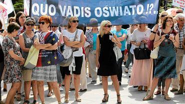 Protest nauczycieli przeciw pisowskiej reformie oświaty -Toruń 06.2016