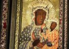 Jasna G�ra. Na obraz Matki Bo�ej na�o�ono sukienk� milenijn� z 1966 r.