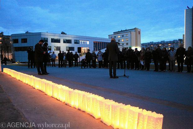 KOD w Gdyni uczci� ofiary katastrofy smole�skiej