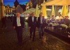Prezydent Jacek Jaśkowiak poszedł na spacer z szefami policji. Zaczepiały ich panie z klubów go-go