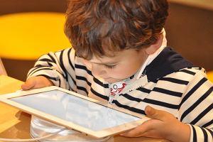 """""""Zabierzmy dzieciom smartfony"""" - apelują m.in. brytyjscy pisarze"""
