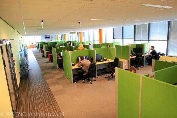 Call center Multibanku przy ul. Sterlinga w Łodzi. Tu pracują ludzie, od których wymgagna jest biegła znajomość języków obcych