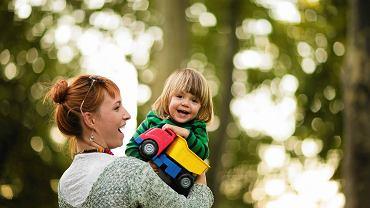 Komu powierzyć dziecko? Niania legalnie: jak zatrudnić opiekunkę? [WSKAZÓWKI]