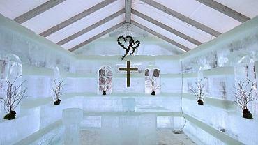 Niewielkie wnętrze kościółka (3,2 metra na 4,2 metra) jest w stanie pomieścić maksymalnie kilkanaście osób.