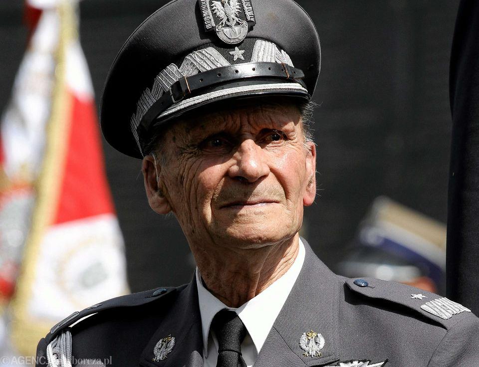 Gen. Zbigniew Ścibor-Rylski tłumaczy, że podjął kontakty z bezpieką na polecenie swoich przełożonych z konspiracji