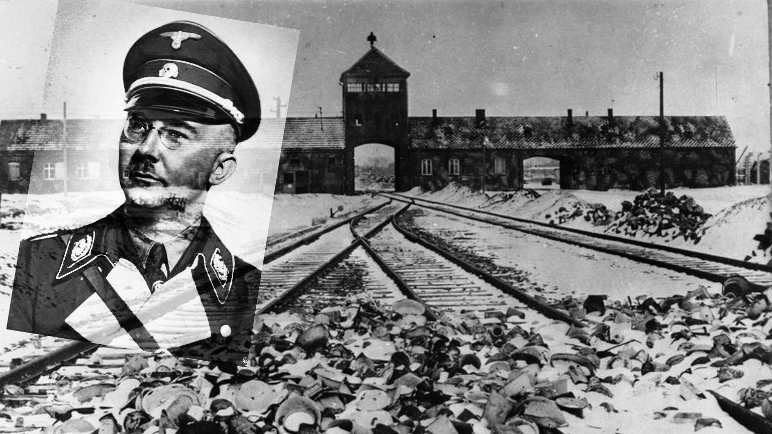 Heinrich Himmler i brama niemieckiego nazistowskiego obozu zagłady Auschwitz-Birkenau