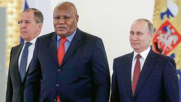 Nowy ambasador Demokratycznej Republiki Konga w Rosji David Maduka na Kremlu, 11 kwietnia 2018 r.
