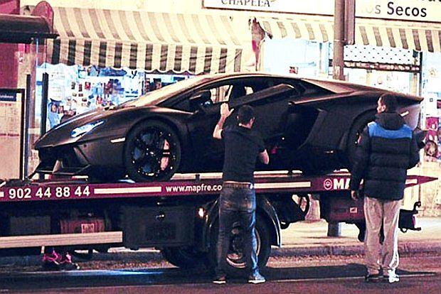 Na swoje 27 urodziny kupił sobie  Lamborghini Aventador, który niestety jak widać się popsuł