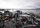 """Pot�ny tajfun uderzy� w Filipiny. Ponad 10 tys. ofiar. """"Ludzie jak zombi, szukaj� jedzenia. Pomocy!"""""""