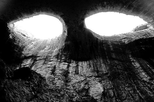 """Tę jaskinię nazywają """"Oczami Boga"""". Można się zachwycić lub... przerazić [ZDJĘCIA]"""
