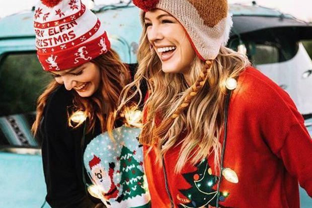 4b79912bdae484 Swetry świąteczne damskie: ciepłe i wygodne