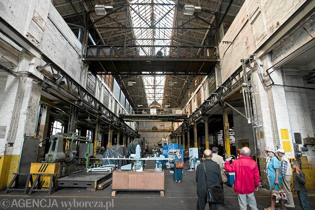 Zdjęcie numer 0 w galerii - Zwiedzali 150-letnią fabrykę obrabiarek na Wilczaku [ZDJĘCIA]