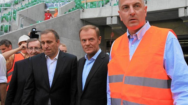 Rafał Dutkiewicz na budowie stadionu. Za jego budowę i funkcjonowanie Wrocław został zmiażdżony przez NIK